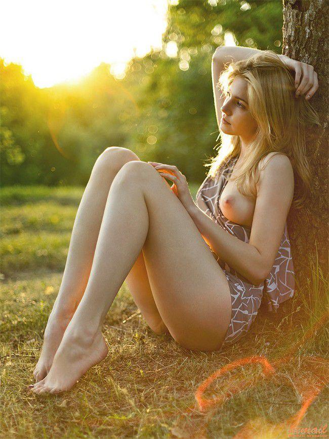Фото красивых голых девушек в платьях